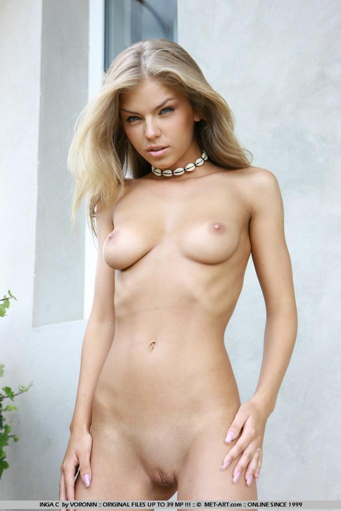 голубоглазая шикарная  блондинка Inga C