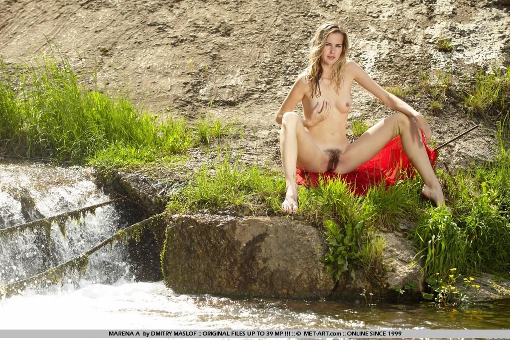 оголена гімнастка і красуня Sofia