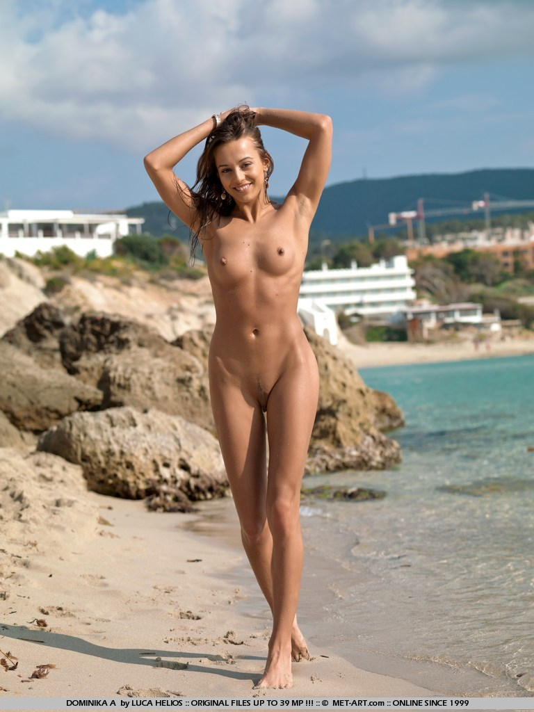 beautiful nude women beach