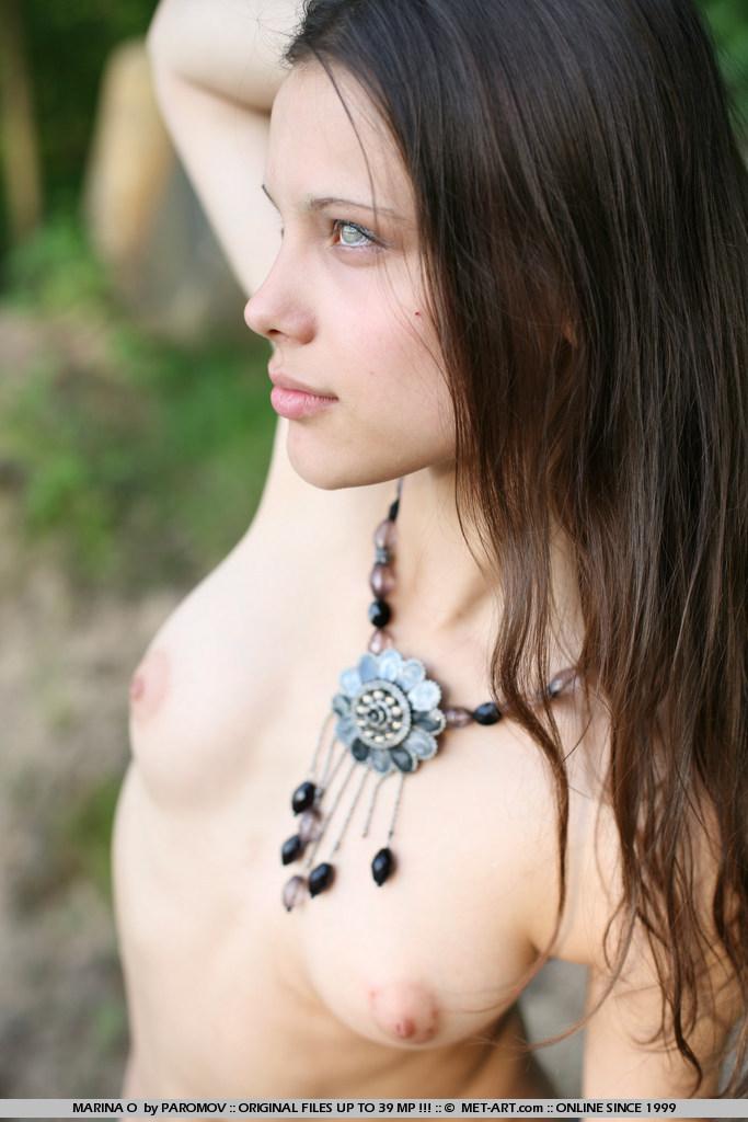 естественная красота обнаженной девушки Marina O