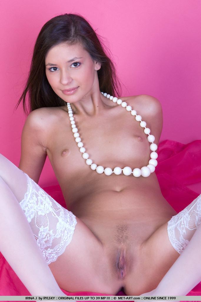 порно фото met-art Irina J у білих колготках