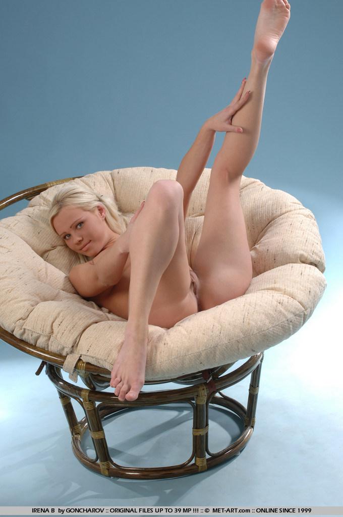 голубоглазая блондинка Irena B