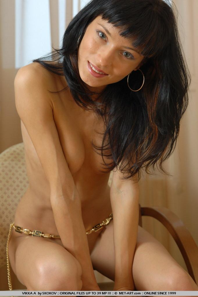 Vikka A демонстрирует свое скрасивое тело
